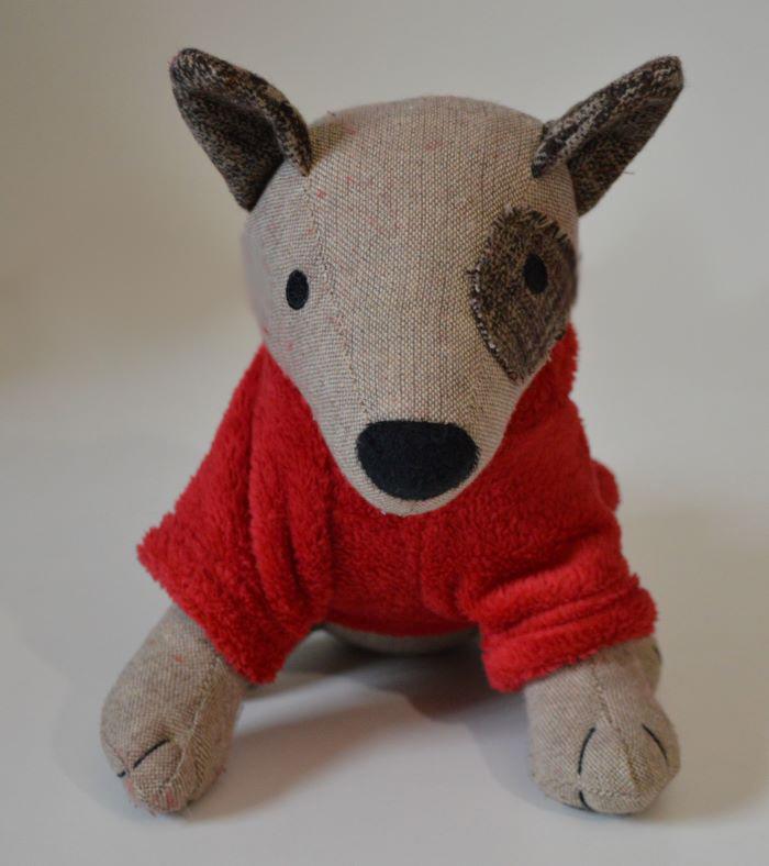 Piros kapucnis kutyaruha fehér pomponnal 3