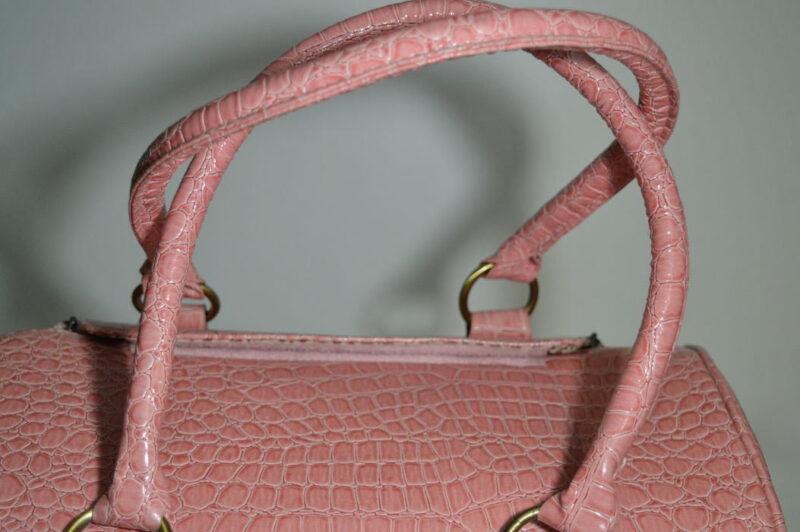 Rózsaszín lakkozott kigyóbőr mintás kutyahordozó táska 2 3
