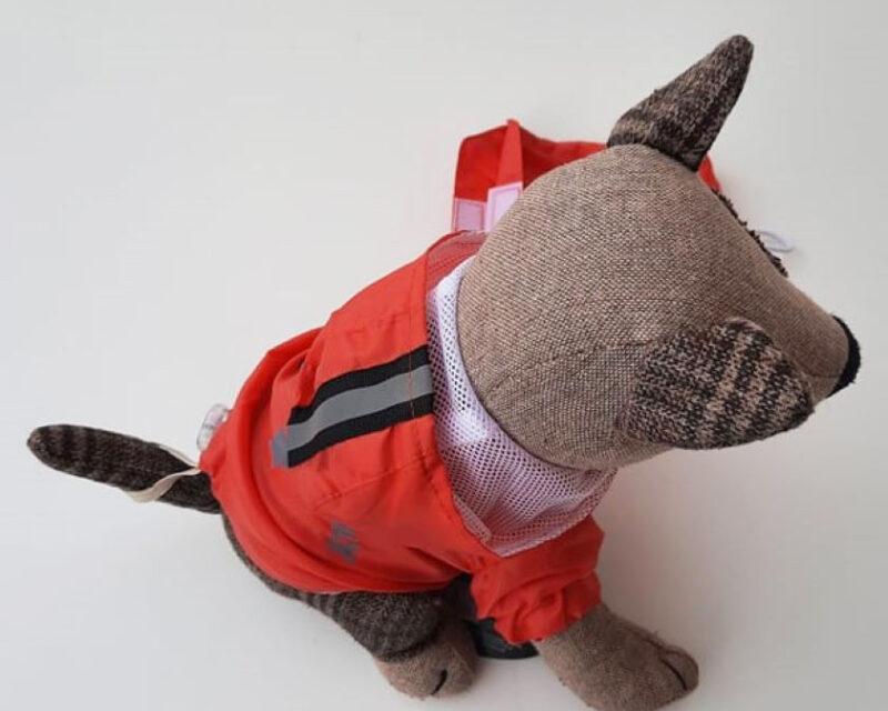 Piros tárolózsákos kutyaesőkabát 4