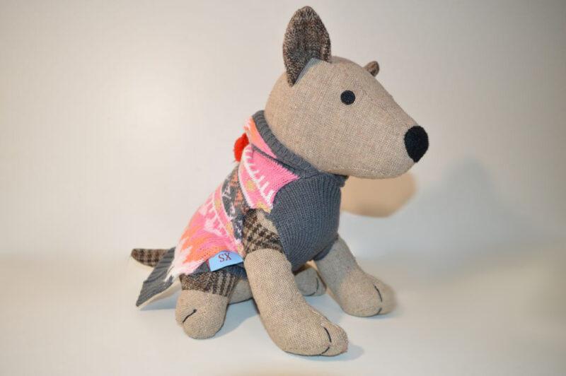 Színes kapucnis kötött kutyaruha pomponnal 1