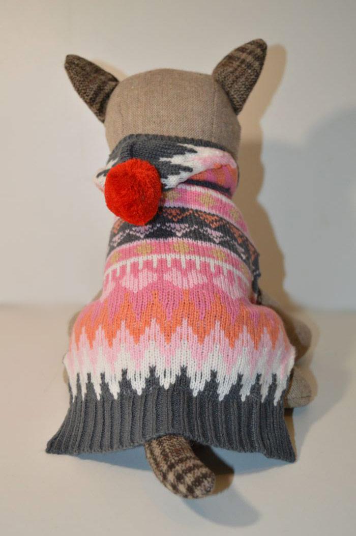 Színes kapucnis kötött kutyaruha pomponnal 5