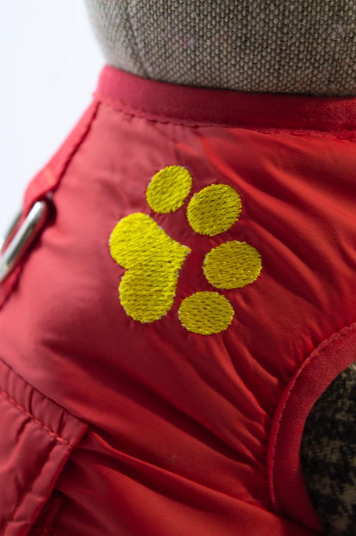 Tappancs hímzett piros kutyamellény 4